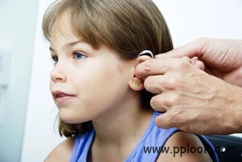 帮助孩子正确使用助听器