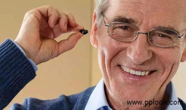 老年人配助听器的步骤